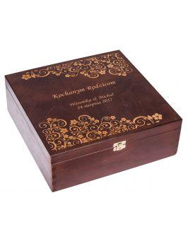 Pudełko na karafkę i 6 szklanek Carmen X - orzech + GRAWER