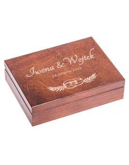 Orzechowe pudełko na obrączki z grawerem