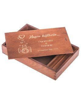 Pudełko na zdjęcia i pendrive 15x21 z grawerem - orzech