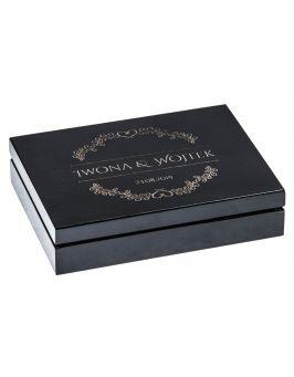 Czarne pudełko na obrączki z grawerem